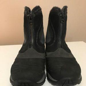 Merrell Shoes - Merrell women's show boots EUC 7